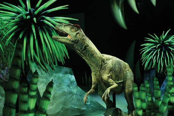 <p>アロサウルス Photo : Joan Marcus (c)CPC 2008</p>