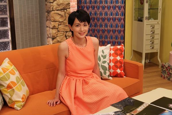 女優の長谷川京子が海外ドラマをナビゲート