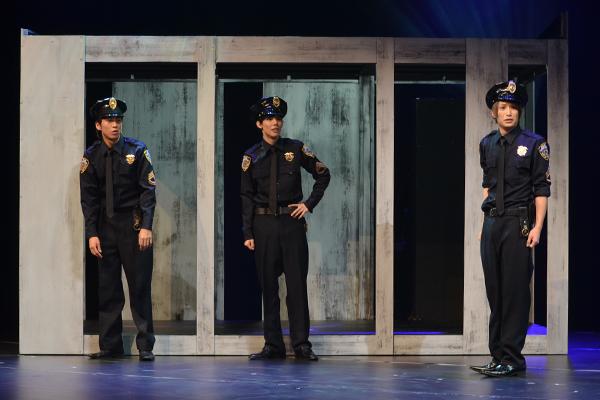 <p>舞台「刑事・ル」で活躍した新米刑事トリオ。左から井澤勇貴、健人、井深克彦</p>