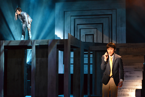 <p>父を失った兄弟の悲しき物語「逮捕すル」。左奥が兄役の辻本祐樹、手前右が弟役で主演の木ノ本嶺浩</p>