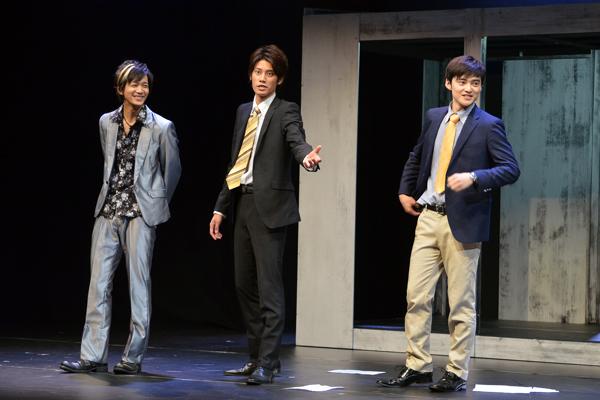 <p>舞台「刑事・ル」エピローグ。左から辻本祐樹、林剛史、木ノ本嶺浩。彼らにも加藤啓が無茶ぶりを</p>