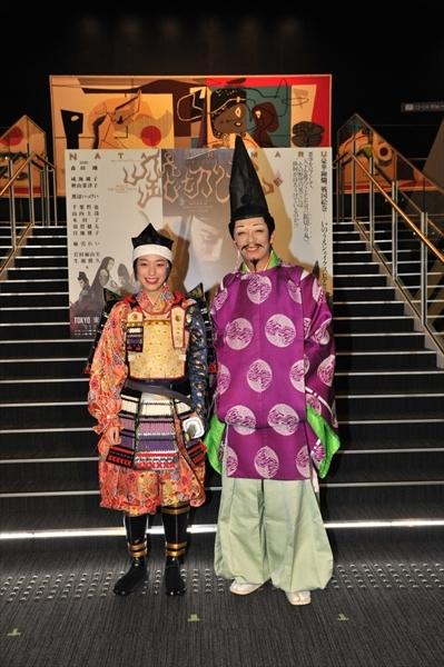 <p>ゲネプロ後の囲みにて、成海璃子(左)と生瀬勝久(右)</p>