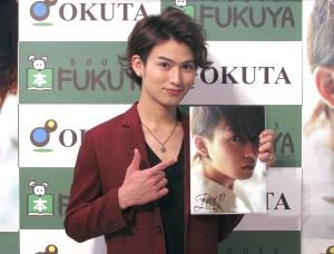 初写真集『Zero』を発表した松田凌