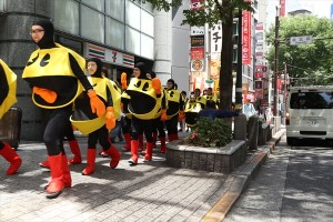 街を練り歩くパックマン隊
