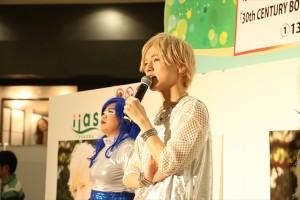 ソロシングル「30th CENTURY BOY」の発売記念イベントに登場したこんどうようぢ
