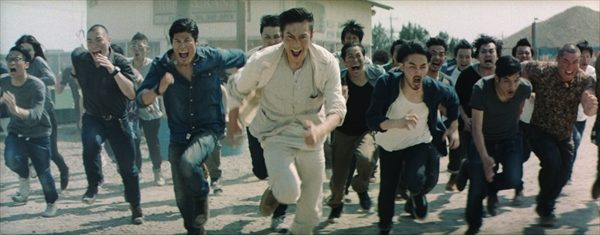 伊勢谷友介が歌いながら走る、叫ぶ!名曲「WOW WAR TONIGHT~」CM初起用