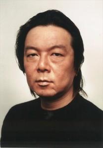 『リスクの神様』に出演する古田新太