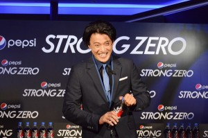 「ペプシストロング ゼロ  発売記念イベント」に登場した小栗旬