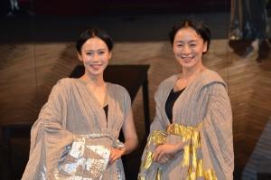 舞台「メアリー・ステュアート」に出演する中谷美紀(左)と神野三鈴