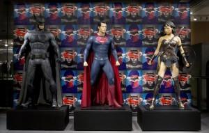 『バットマン vs スーパーマン』使用コスチューム六本木ヒルズで展示中