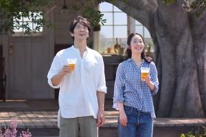 サントリー「オールフリー」新CMに出演する黒木華と佐々木蔵之介