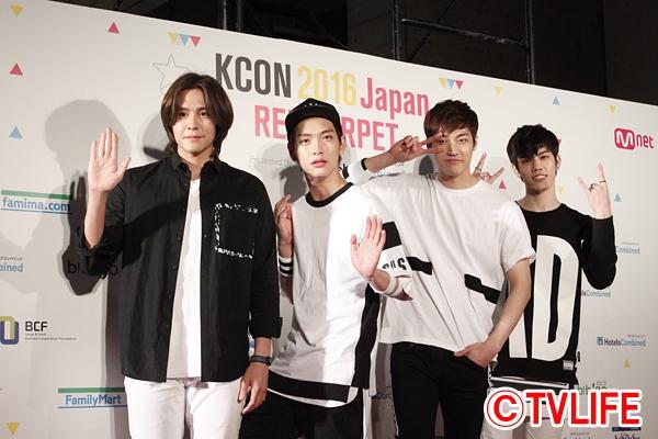 <p>KCON 2016</p>
