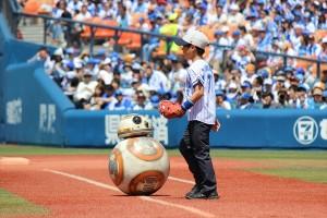 BB-8が始球式に登場