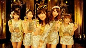 AKB48がお立ち台でノリノリダンス!『ワンダ 金の微糖』新TVCMがOA開始