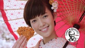 佐藤栞里が着物姿でチキンをパクリ!KFC「香ばし醤油チキン」新CMに登場