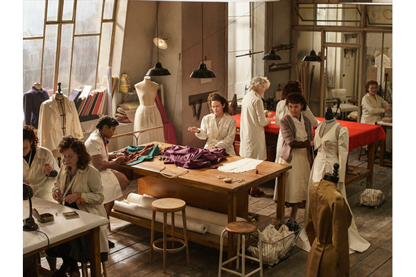 1940年代パリ、豪華なオートクチュール界を舞台にした『ザ・コレクション』Amazonオリジナル独占配信