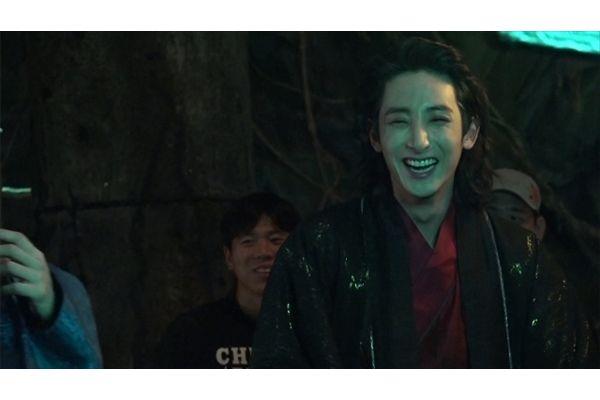 好評発売&レンタル中「夜を歩く士〈ソンビ〉」悪の支配者ヴァンパイア・クィの撮影メイキング映像公開中