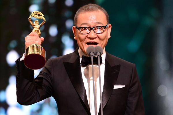 國村隼「高いプライドが韓国映画の原動力」韓国・青龍映画賞ダブル受賞で熱いスピーチ