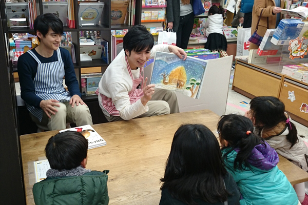 朗読劇『僕等の図書室』出演の滝口幸広&木ノ本嶺浩が子供たちに読み聞かせ「とても素敵な経験ができた」