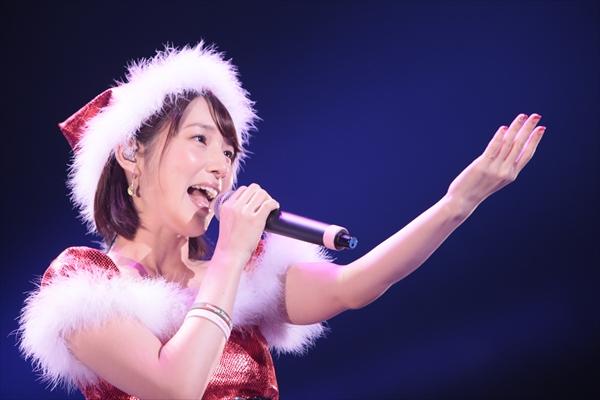 内田真礼がサンタ姿で新曲を披露!クリスマスライブ開催