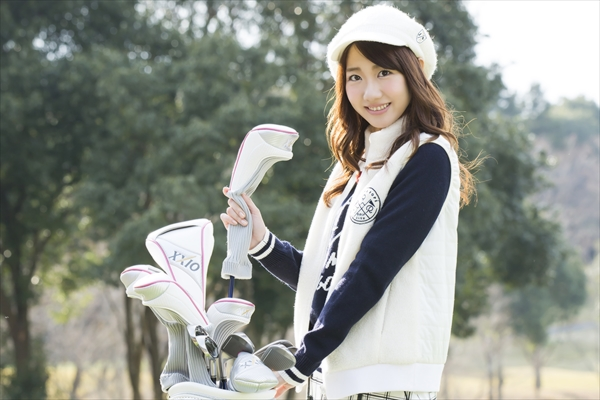AKB48・柏木由紀がスコア120切りを目指してゴルフに挑戦!応援隊長は総監督・横山由依