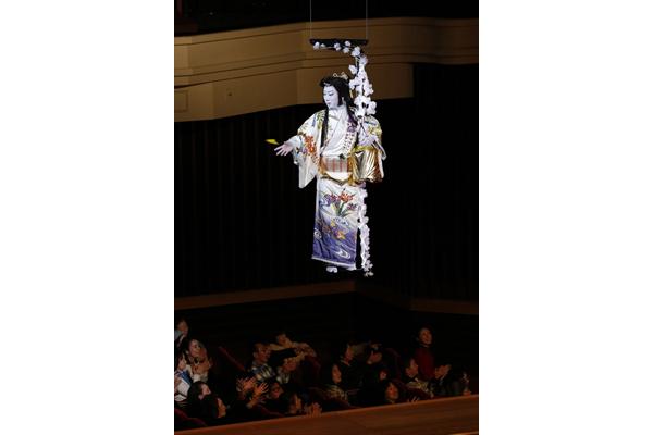 """市川猿之助の""""宙乗り豆まき""""に大歓声!博多座『二月花形歌舞伎』開幕"""