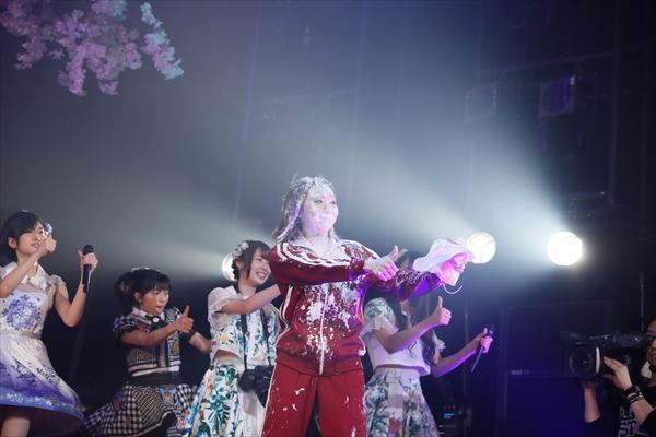 生クリームまみれで熱唱したのは誰!? AKB48アルバム発売イベント開催