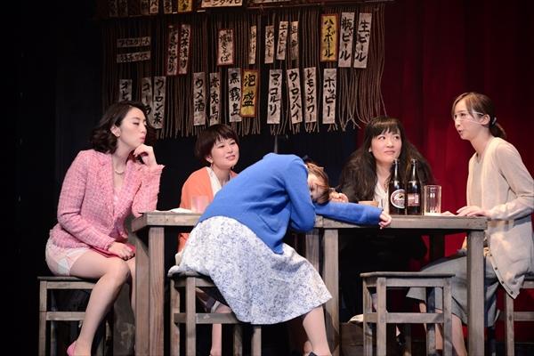 「校閲ガール」宮木あや子作品が初の舞台化!5人の女性の喜怒哀楽を描く舞台「野良女」上演中