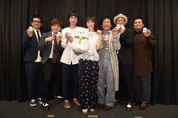 松井玲奈、大喜利大会で笑いを取るもまさかのハリセンを受ける!映画「笑う招き猫」完成披露試写会