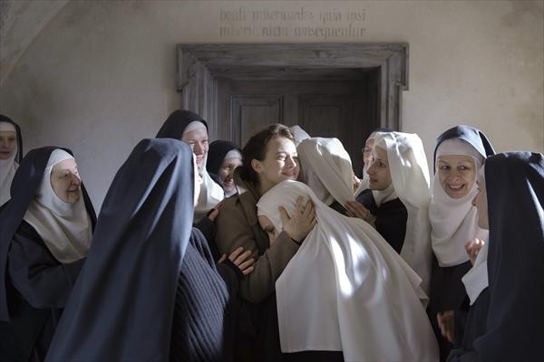 「ドライ・クリーニング」「ココ・アヴァン・シャネル」のA・フォンテーヌ監督最新作「夜明けの祈り」8・5公開決定