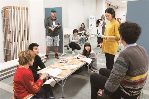 佐藤健ら豪華キャスト出演「何者」BD特典映像よりリハーサル風景を初公開