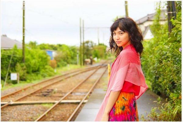 植田真梨恵初出演映画『トモシビ 銚子電鉄6.4kmの軌跡』主題歌「灯」PV解禁