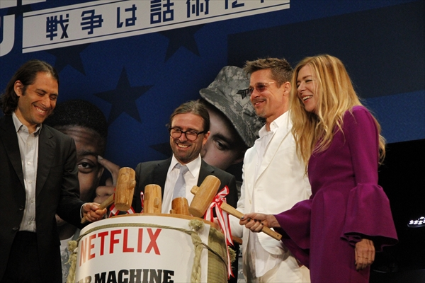 <p>ブラッド・ピット、ファンの歓迎ぶりに感激!「みんな見えてるよ!」「ウォー・マシーン:戦争は話術だ!」ジャパンプレミア</p>