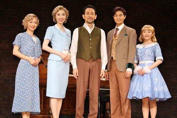 屋良朝幸がピアノ弾き語りに初挑戦「自分の武器を封印してる」ミュージカル「I LOVE A PIANO」開幕
