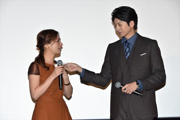 尾野真千子、向井理のねぎらいに号泣「今日はなんて日だ!」映画『いつまた、君と ~何日君再来~』初日舞台あいさつ