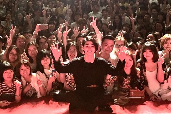 村上虹郎「相手役の方を愛したい」中国にて映画『二度めの夏、二度と会えない君』舞台あいさつに登壇