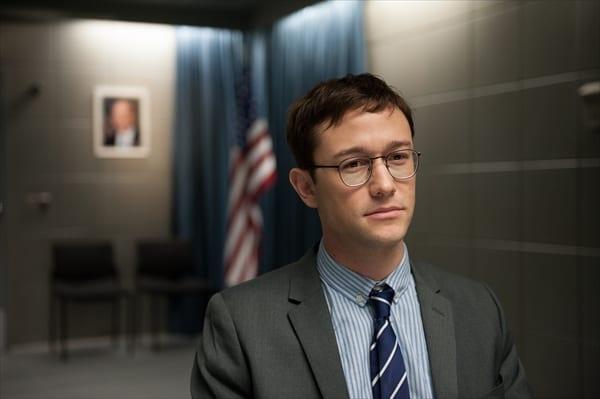 内田夕夜「どんなホラーよりも恐ろしい」映画「スノーデン」吹替声優陣コメント到着