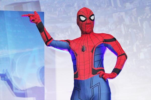 関ジャニ∞がスパイダーマンとの記念撮影を拒否!? 映画「スパイダーマン:ホームカミング」初日舞台挨拶