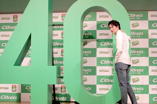 岡田将生がキメ顔で壁ドン!「恥ずかしい…」