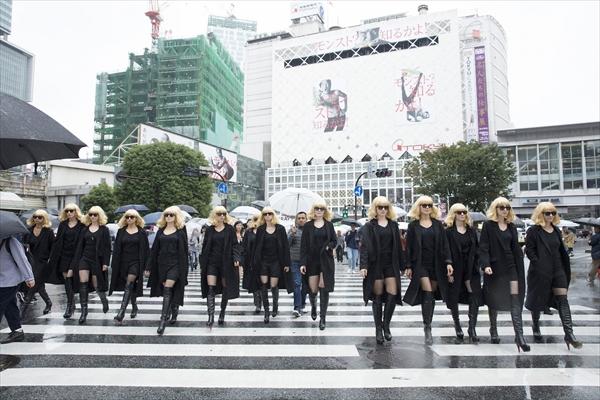 ブロンド美女軍団が渋谷の街をジャック!
