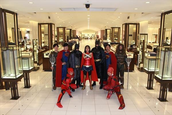 バットマンらがお出迎え!『ジャスティス・リーグ』が伊勢丹とコラボ