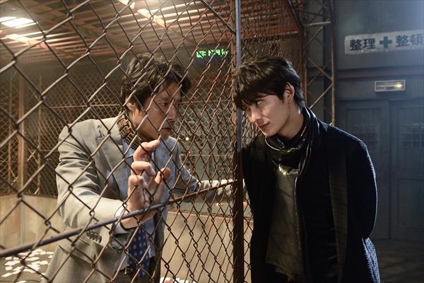 堤真一vs岡田将生!緊迫の場面写真公開『連続ドラマW 名刺ゲーム』12・2スタート