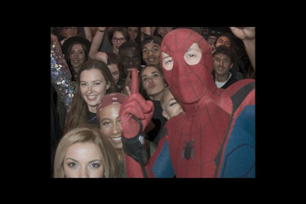 『スパイダーマン:ホームカミング』トム・ホランドの自撮り未公開シーン解禁!