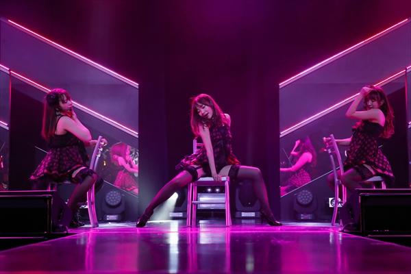 セクシー全開!HKT48「誘惑のガーター」公演開幕
