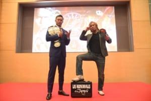 オカダ・カズチカ選手(左)と内藤選手による1.4東京ドーム大会の記者会見 ©新日本プロレス