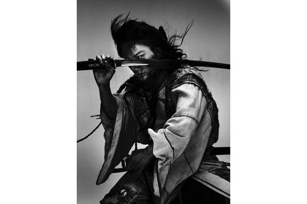 綾野剛×宮藤官九郎×石井岳龍で町田康「パンク侍、斬られて候」映画化