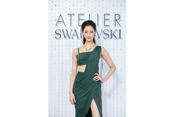 菜々緒、大胆ドレスを完璧に着こなす「本当に私の好きなデザイン」