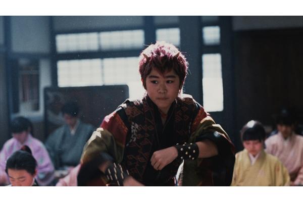 """突然のダンスに桃ちゃんの反応は…au""""三太郎""""新CM3・9放送開始"""