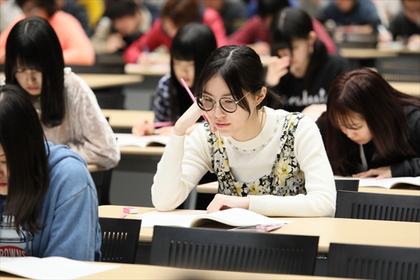 テストあるある!松井珠理奈、マークシート記入ずれに慌てる「AKB48センター試験」全国で開催