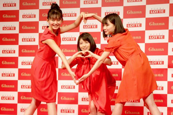 浜辺美波、山田杏奈、久間田琳加がガーナ新CMキャラに!全身で「愛だナ。ガーナ」を表現